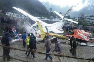 Avioni përplaset me helikopterin, tre persona humbin jetën