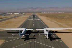 Avioni më i madh në botë kryen fluturimin e parë në 5200 metra lartësi