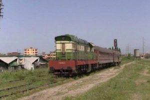 Po ecte në shina/ 35-vjeçari përplaset nga treni në Durrës, rëndë në spital