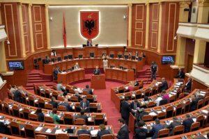 Kuvendi diskuton sot dekretin e Metës për ligjin e përmbaruesve privatë.