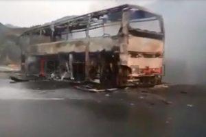 Autobusi në flakë në Rrugën e Kombit, kompania: Shkak ishte temperatura e lartë