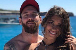 """Dalin pamjet, Messi """"mbush duart"""" te gruaja e tij në disko në Ibiza (VIDEO)"""