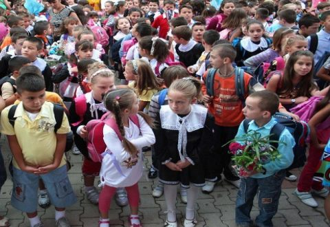 Nis sot viti i ri shkollor, 24 mijë vogëlushë ulen për herë te parë në banka