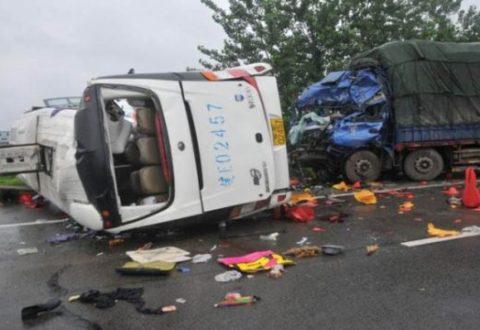 Autobusi përplaset me kamionin, 36 të vdekur, 36 të plagosur