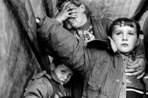 Bilanci zyrtar i Luftës së Kosovës 1998-1999 11 840 të vrarë midis tyre vrarë ose zhdukur 1392 fëmijë, një milionë të dëbuar