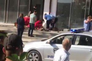 Pamje të rënda/ Momenti kur qëllohen me breshëri plumbash 4 qytetarët në Prishtinë