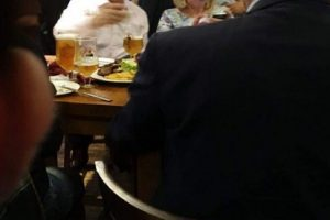 Mimi Kodheli me Myslim Murrizi filmohen duke pirë birra, çfarë po festojnë?!