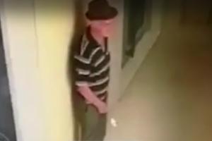 E ngatërruan me manjakun që vetëkënaqej para miturave, policia terrorizon 72-vjeçarin dhe familjen e tij