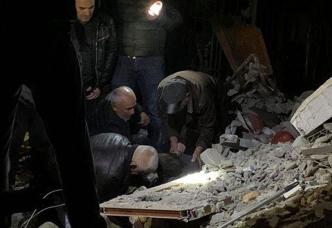TRAGJIKE! 11 të vdekur nga tërmeti 6.4 ballë në Shqipëri, nxirren dhjetëra të gjallë nga rrënojat – Vijon operacioni i shpëtimit