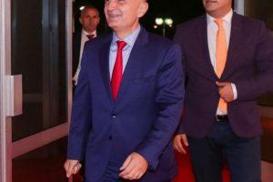 """""""Rruga e Elbasanit të çon në Xibrakë"""", presidenca bën reagimin e fortë kundër ambasadës së SHBA-ve"""
