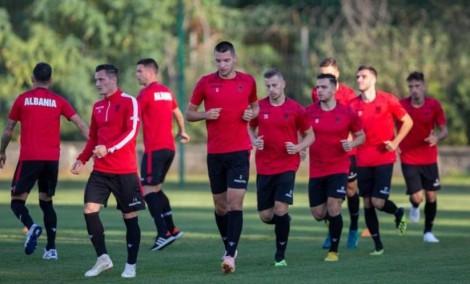 Reja grumbullon 26 lojtarë ndaj Andorrës e Francës. E para për Kamberin, rikthehet Xhaka. Broja në listën e pritjes