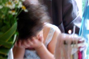 U përdhunua nga gjashtë persona, 13 vjeçare vret veten