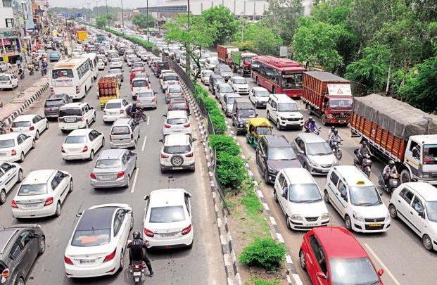 """Zgjidhja për trafikun? Indi nxjerr në rrugë """"policët e veçantë"""""""