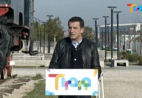 """Veliaj akuzon televizionet: Vënë """"gjoba"""" për shtesa katesh te Bulevardi i Ri. News24: Kreu i bashkisë të bëjë transparencë!"""