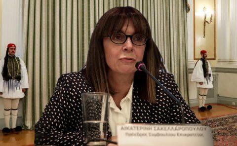 Greqia zgjedh gruan e parë presidente në historinë e vendit, Ekaterini Sakelaropulu zëvendëson Pavlopulos