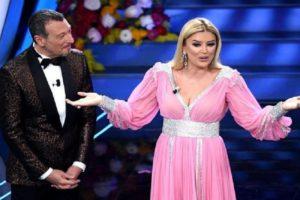 Tgcom24 për Alketa Vejsiun: Shpërthyese, sensuale dhe e talentuar, moderatorja shqiptare që magjepsi Sanremon
