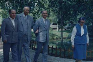 """""""Qau me ngashërim nën jorgan"""", Nexhmije Hoxha rrëfen si e përjetoi Enveri vdekjen e Hysni Kapos: U njoftua nga Ramiz Alia"""