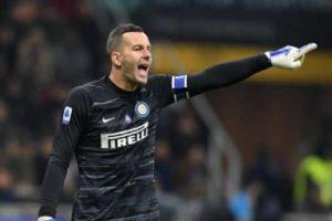 E thirrën për të zëvendësuar Handanoviçin, Interi merr vendim për portierin italian