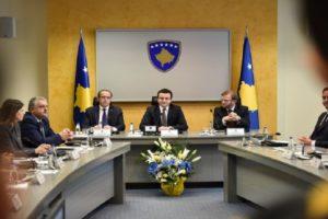 Kurti mbledh për herë të parë kabinetin qeveritar: Karriget i kemi, por do të rrimë më shumë në këmbë