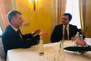 'Nuk keni mik më të mirë se Britania', Kurti takon zyrtarin e lartë anglez, Moore: E nevojshme rifillimi i dialogut me Serbinë