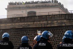 Koronavirusi boshatis burgjet në Itali