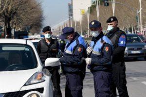 Qarkullimi i automjeteve gjatë 'shtetrrethimit', policia sqaron oraret: Kujdes! Ja kush do të lejohet të qarkullojë