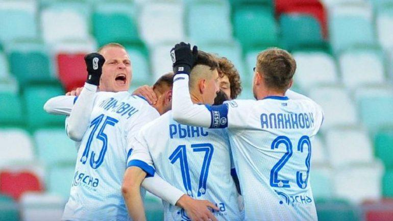VIDEO/ Tifozë, përqafime dhe puthje, futbolli në Bjellorusi jeton në një tjetër planet
