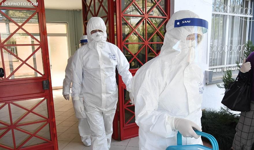 Koronavirusi fiton terren, shtohen vatrat e infeksionit. Raste pozitive edhe në Maternitetin e Vlorës, karantinohet stafi