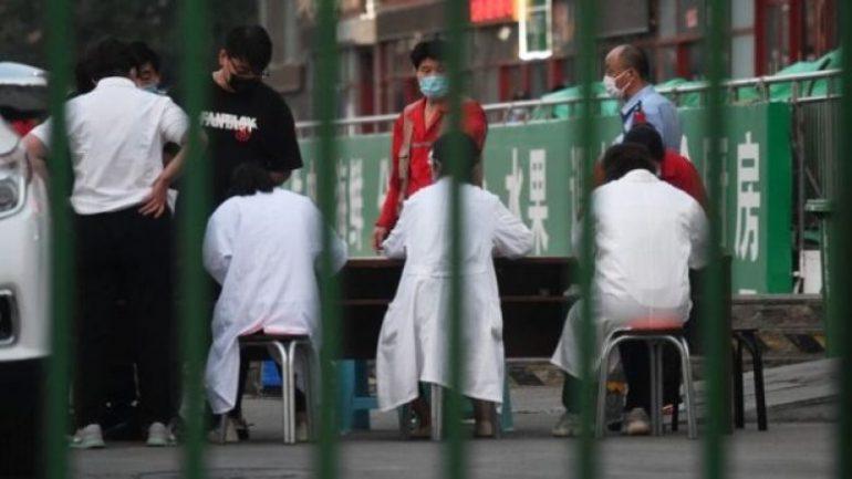 Ekspertët vërejnë simptoma të ndryshme në shpërthimin e COVID-19 në Pekin