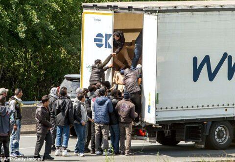 Kontrabanda e emigrantëve nga Belgjika në Britani, arrestohen 12 persona, mes tyre dhe shqiptarë