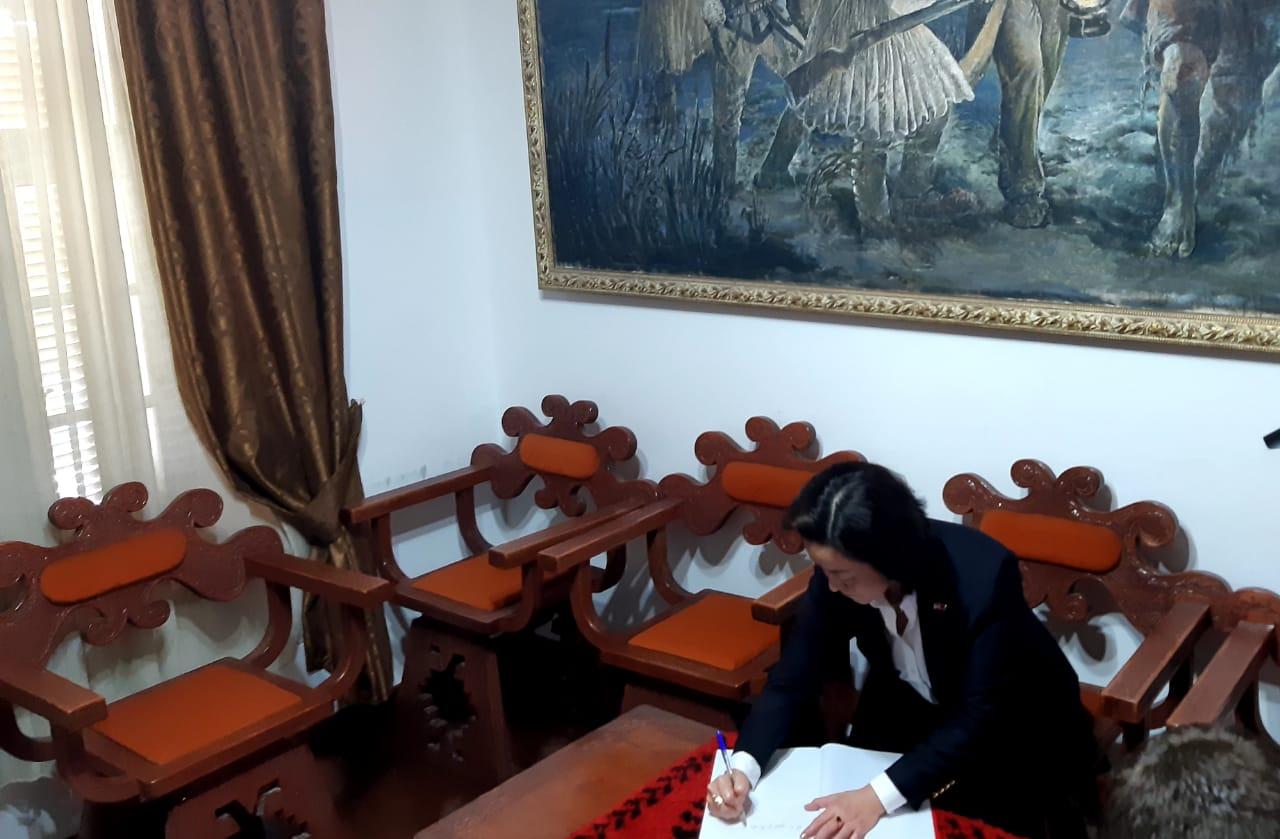 Ambasadorja e SHBA Yuri Kim vizite nje ditore ne Vlore