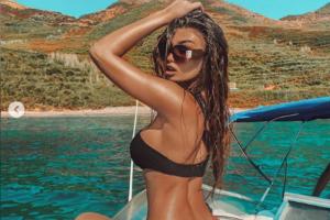 """(FOTO) Trejsi Sejdini 'ndez"""" Instagramin, pozon me bikini dhe nxjerr në pah linjat trupore."""