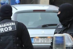 Shkatërrohet organizata shqiptare e drogës në Itali, në pranga 20 persona, grupi sillte sasi të mëdha kokaine nga Kolumbia, mes të arrestuarve edhe minorenë