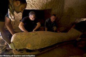 Zbulohen 13 arkivole 2500 vjeçare në Egjipt