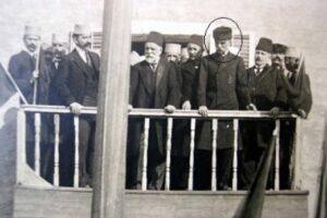 Historia e Derrallave/ Rrëfimi i mbesës: Gjyshi i dha arkën me flori Ismail Qemalit që e emëroi ministër të Luftës, kurse babai u burgos dhe shiste nallane në Shkodër