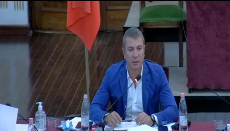 Ligjet' miratojnë koalicionet me listë unike, ndërpritet mbledhja për propozimin e garimit të kryetarit në 4 zona zgjedhore