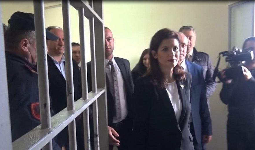Situata në burgje/ Gjonaj: Policët jo më nga lista e partisë, me 41 bis ndërpremë lidhjet e krimit