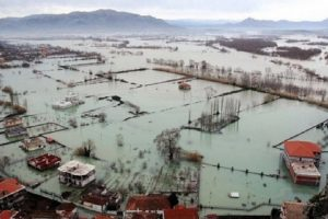 Agjencia e Mbrojtjes Civile paralajmëron prefektët e bashkitë: Priten rrebeshe shiu në 22-26 janar. Merrni masa!