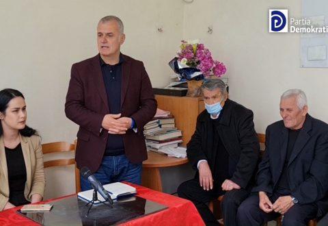 Bujar Leskaj ne Qendren Multifunksionale per te moshuarit dhe pensionistet ne Vlore: Te braktisur nga pushteti qendror dhe vendor. Jetojne ne ambiente te ftohta dhe pa kushte.