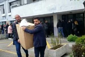 Probleme me shpërndarjen e materialeve zgjedhore në Elbasan, Balla: Shpresojmë që PD të plotësojë komisionerët në kohë