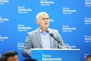 Bujar Leskaj, shoqëruar nga kandidatët për deputet Nada Mecorapaj, Arbi Agalliu dhe Nada Daullja zhvilluan një takim me ish të përndjekur politikë të Vlorës.