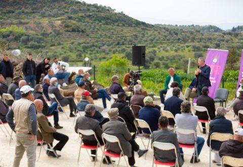 Damian Gjiknuri takim me banorët e fshatit Oshtimë/Rehabilitim aksit të vjetër Levan-Vlorë/ Gjiknuri do të jetë një zë i fuqishëm për investime në fshatin oshtimë