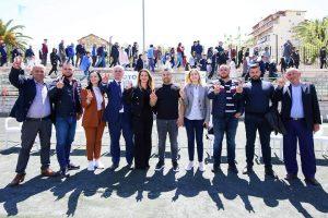 Takim mbresëlënës e shpresëplotë organizuar në Sarandë nga vëllezërit Myrtaj për të pritur drejtuesin politik të Qarkut të Vlorës Bujar Leskaj bashkë me kandidatët për deputetë Ina Zhupa, Gëzim Ademaj e Jolio Dine.