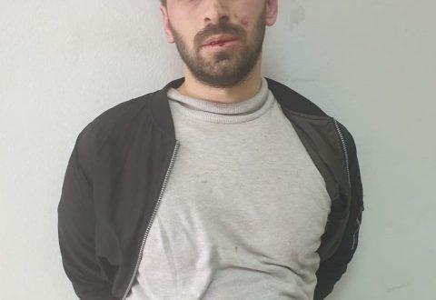 """FOTO/ Qëlloi me thikë 5 persona, ky është autori i sulmit në xhaminë tek """"Rruga e Kavajës"""""""