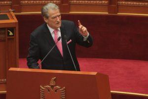 Nis sot debati politik, PD rikthehet në Kuvend pas 30 muajsh mungesë, por pa Berishën në grupin parlamentar. Çfarë parashikohet të ndodhë në dy seancat
