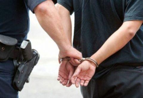 Dhunon fizikisht 73-vjeçaren dhe i merr varësen e floririt nga qafa, arrestohet i riu në Lushnjë