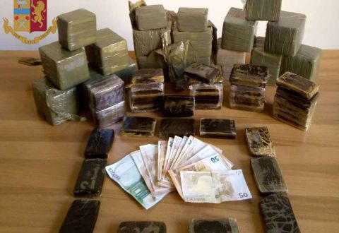 Policia italiane operacion blic në një shtëpi-laborator, sekuestrohen 40 kg kokainë e heroinë, arrestohen dy shqiptarë